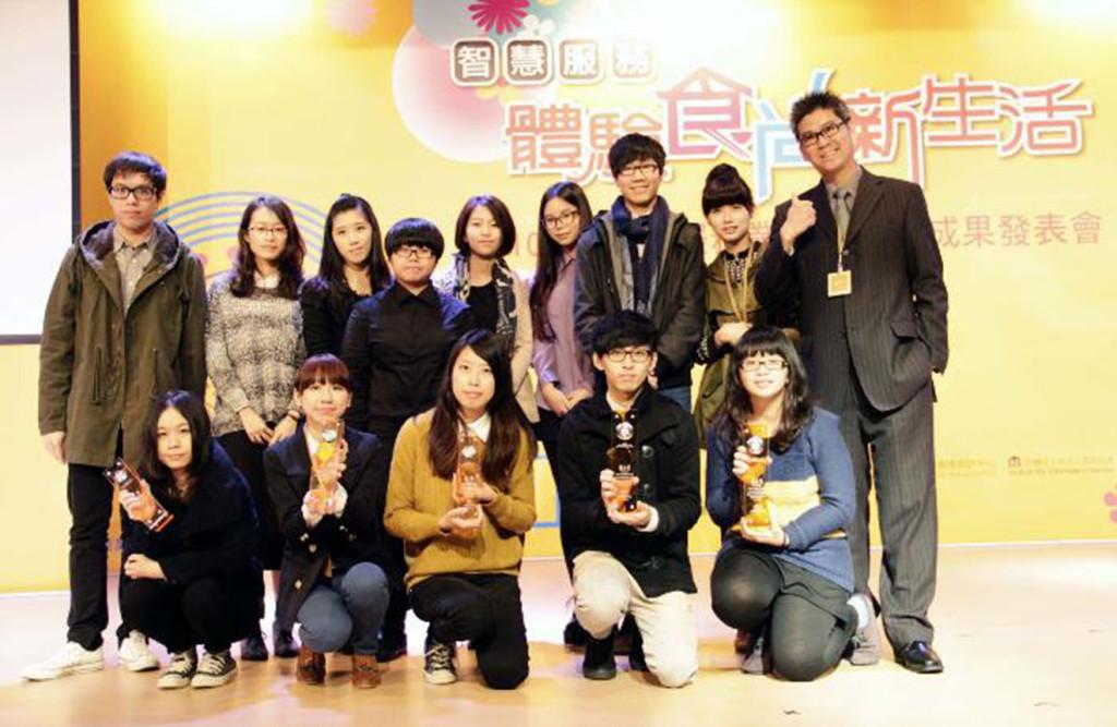 2012台灣視覺設計獎 視傳系摘1鉑金3金