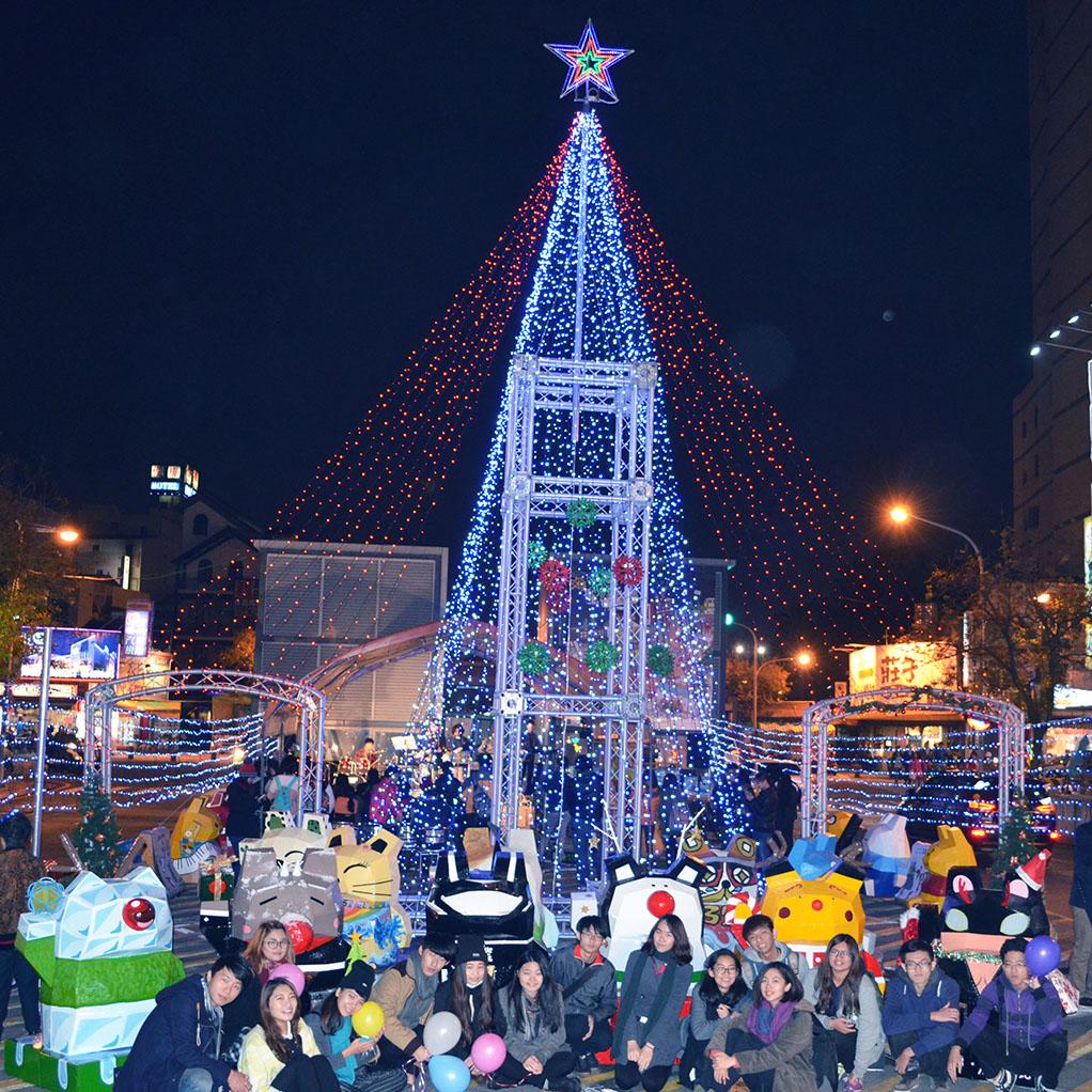 視傳系師生社會服務 打造海安耶誕貓燈飾