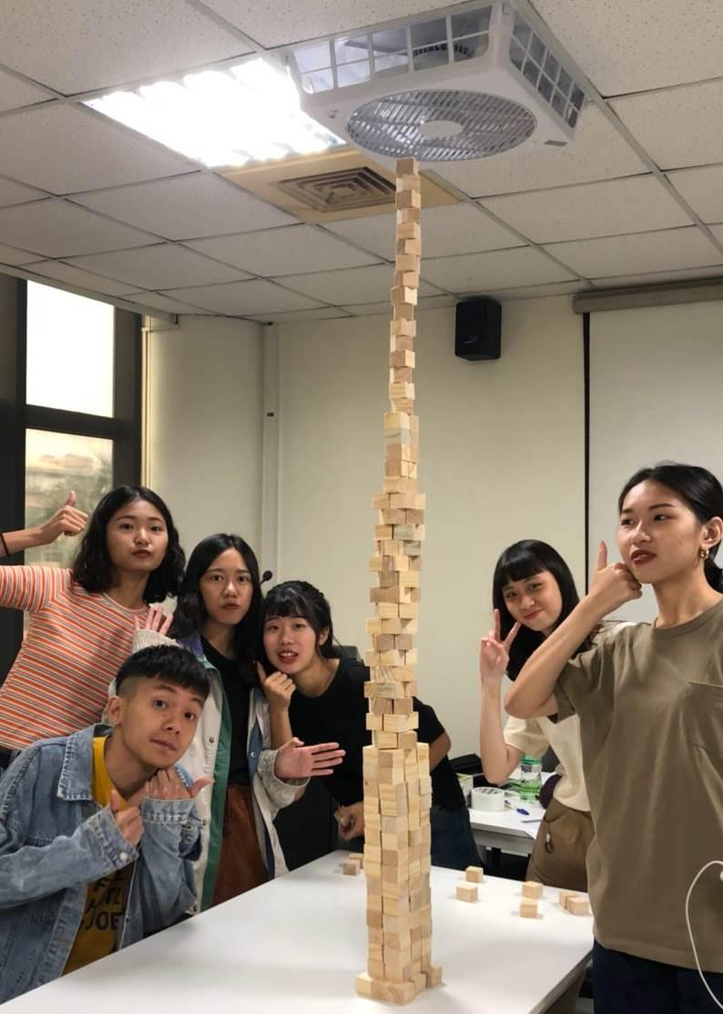 學員參與「探索心的形態」工作坊,用積木探索抽象雕塑-1