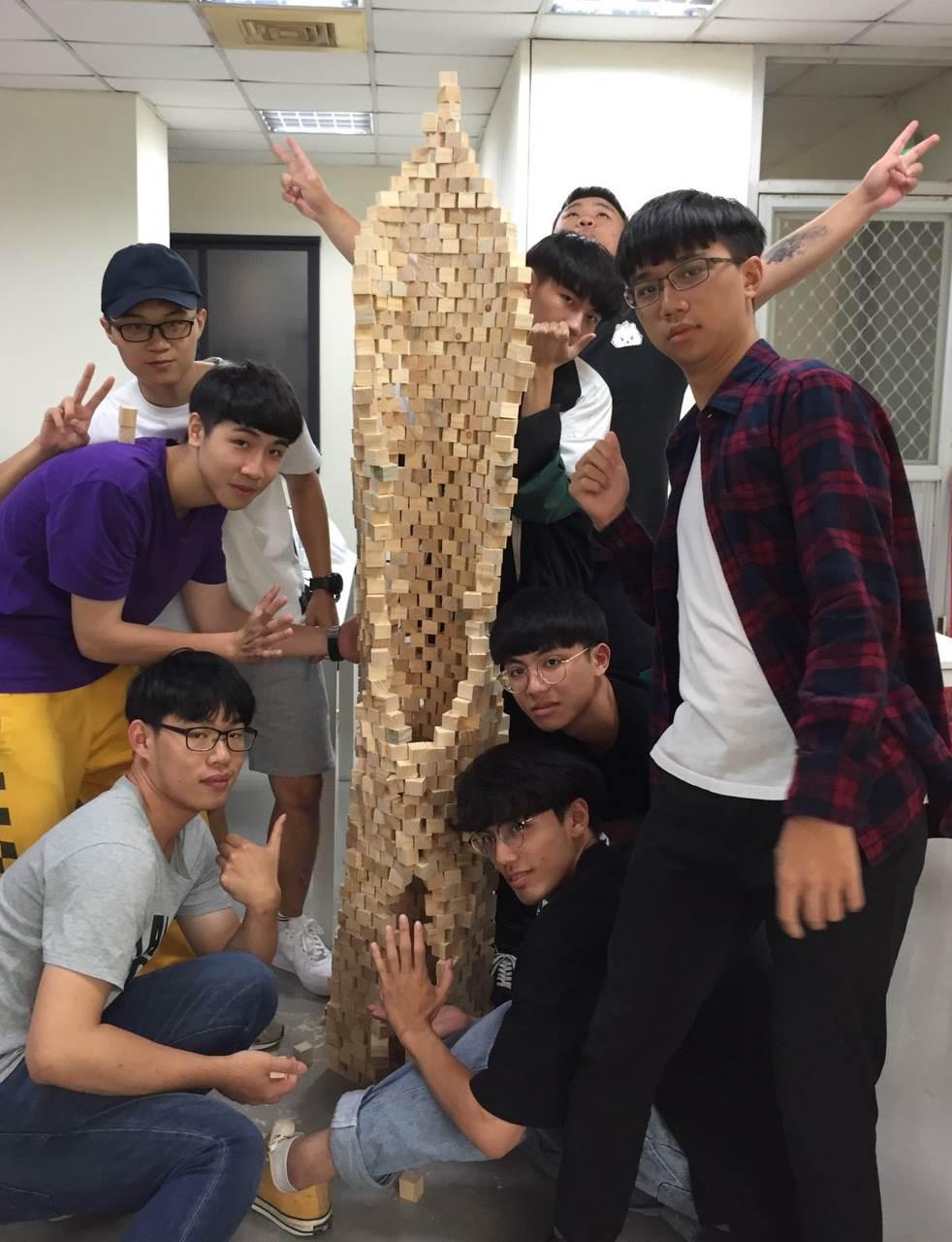學員參與「探索心的形態」工作坊,用積木探索抽象雕塑-2