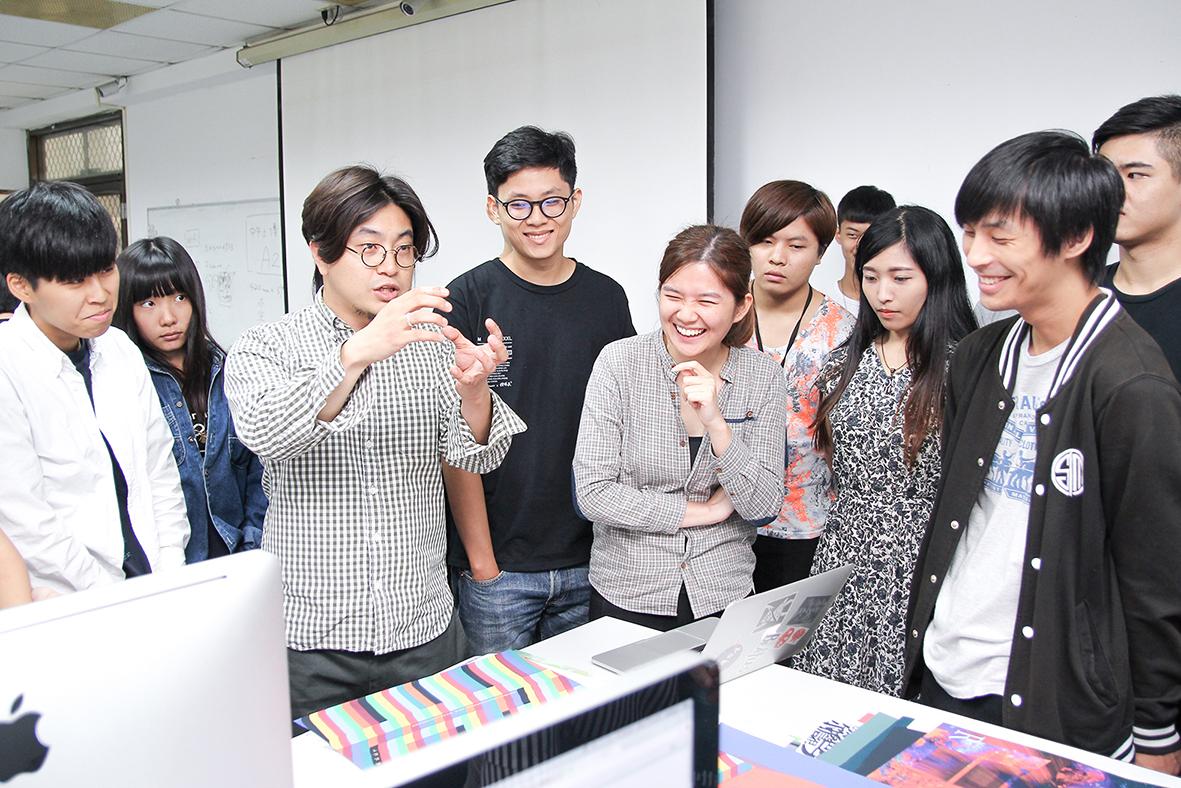 韓國客座教授蔡秉録與學員們進行討論